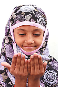 Islamic Traditions:  muslim child praying