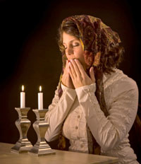 Jewish woman in prayer